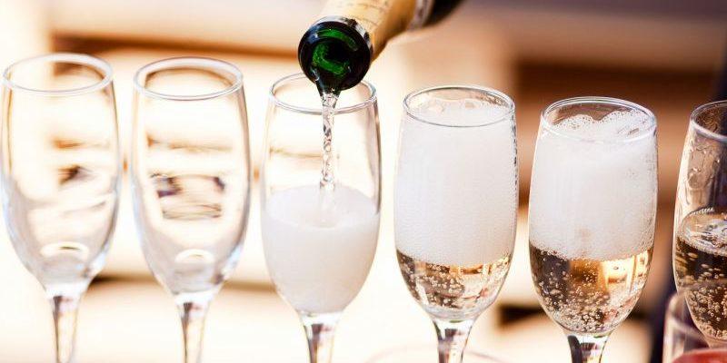 статусы про шампанское